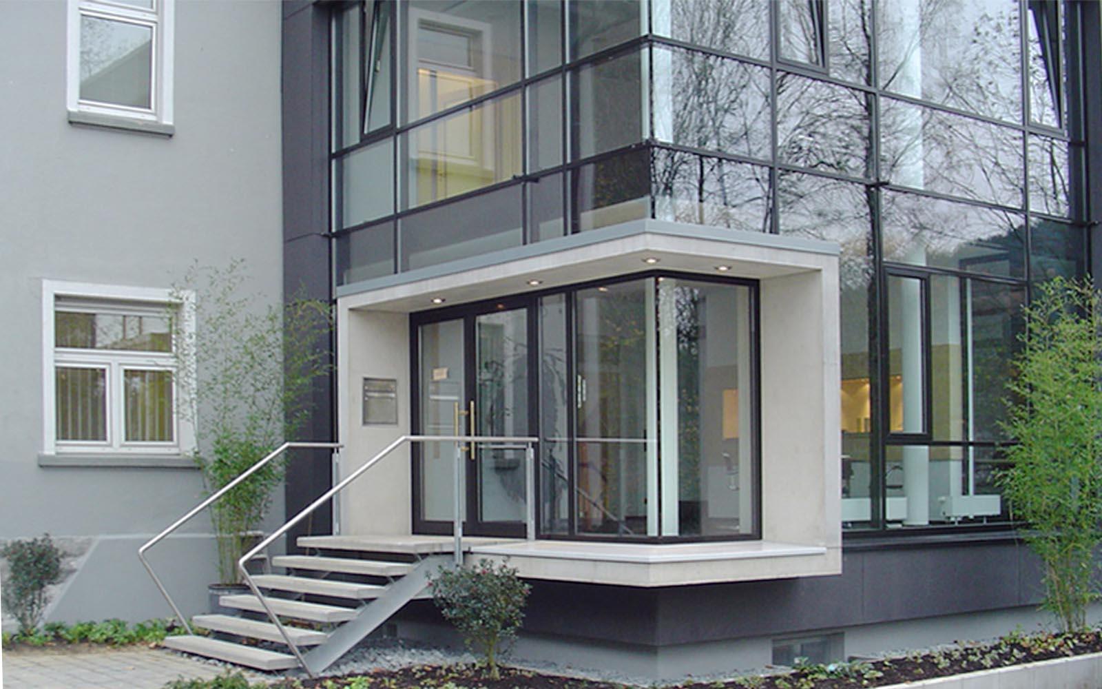 Messingwerk_SteinwegClausArchitekten_Buerogebäude_Anbau_Eckverglasung_Plettenberg_00003_Portal