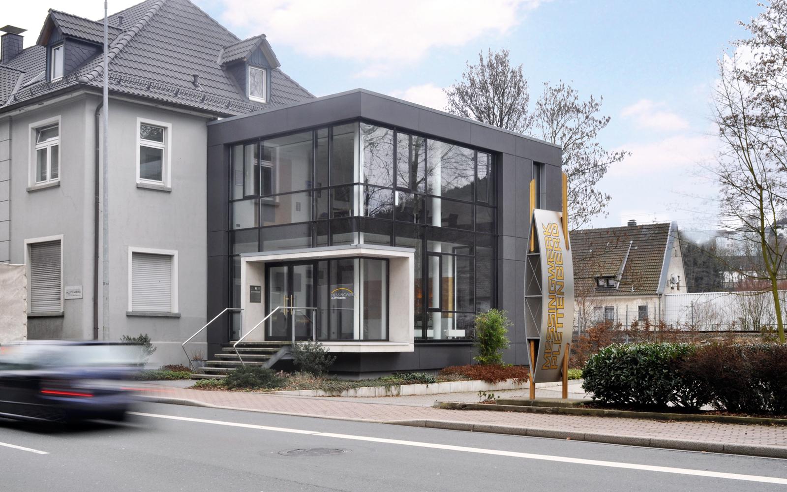 Messingwerk_SteinwegClausArchitekten_Buerogebäude_Anbau_Eckverglasung_Plettenberg_00007
